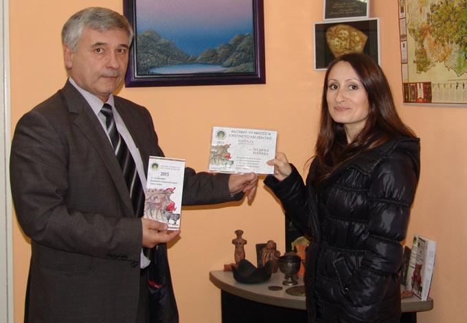 Диляна Илиева получи комплект от вина на трите наградени на Августиада 2013 винарски къщи - Августиада